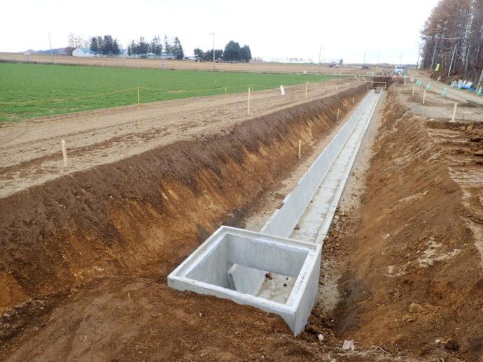 排水構造物工(V型側溝)